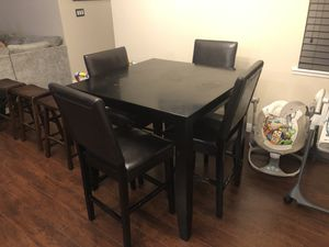 Small kitchen table with chairs for Sale in Downey, CA