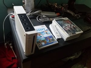 Wii with 5 games and 1 remote for Sale in Modesto, CA