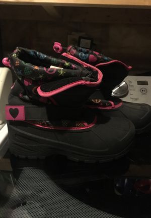 Girl's size 5 boots for Sale in Salem, WI