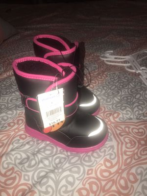 Snow Boots Girl Size 8 Toodler for Sale in Phoenix, AZ