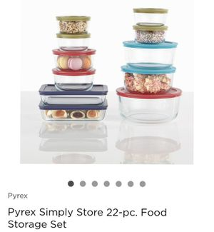 Pyrex 21 pics glass storage box for Sale in Englewood, CO