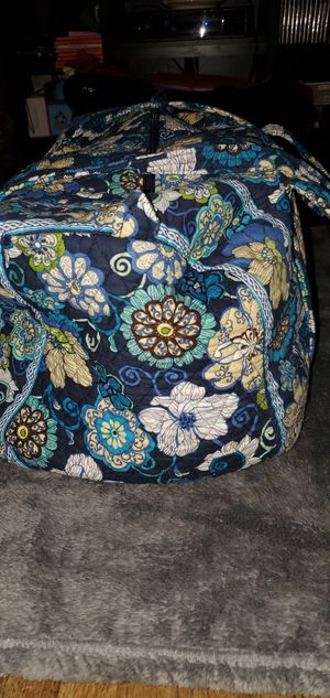 """VERA BRADLEY LARGE TRAVEL DUFFLE BAG / TOTE BAG 21"""" X 11"""" INCHES PRE-OWNED IN GOOD CONDITION for Sale in Lynwood, CA"""