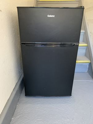 Galanz mini fridge freezer for Sale in Cleveland, OH