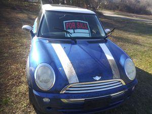 2006 mini cooper 5 speed 2door for Sale in Brandywine, MD
