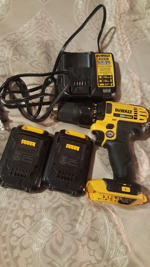 Dewalt ,drill ,2 battery s ,1 charger and bag. for Sale in Spartanburg, SC
