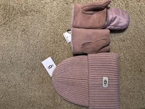 Ugg hat and gloves for Sale in Cleveland, OH