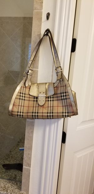 Authentic Burberry Hobo Bag for Sale in Hickory Creek, TX