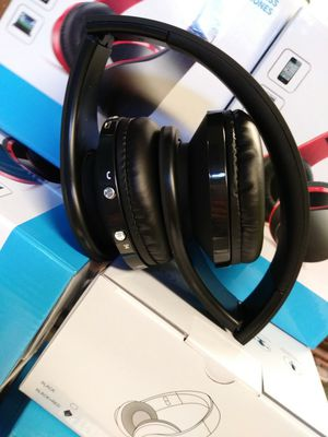 Wireless headphones / bluetooth for Sale in Colton, CA