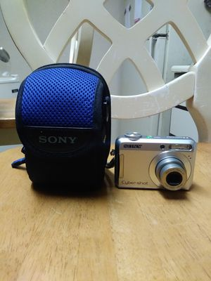 Sony Cyber Shot DSC 650 7.2 Mega Pixels Digital Camera With 3xOptical Zoom And Carrying Case for Sale in Fort Pierce, FL