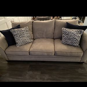 Couch & Love Seat for Sale in Philadelphia, PA