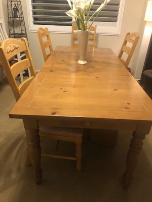 Table and chairs for Sale in Etiwanda, CA