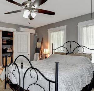 King size bed for Sale in Gordonville, TX