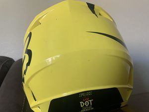 Fox youth medium Motorcycle Helmet couple small scratches great condition otherwise for Sale in Dinuba, CA
