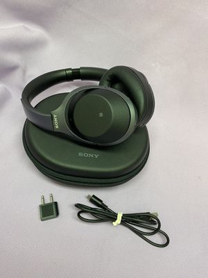 Sony WH-1000XM2 Over the Ear Headphones - Black! Mint Condition! Works Great! for Sale in Los Angeles, CA