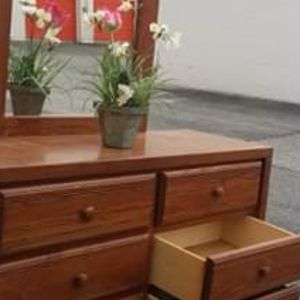 NICE DRESSER WITH BIG MIRROR GREAT CONDITION for Sale in Fairfax, VA