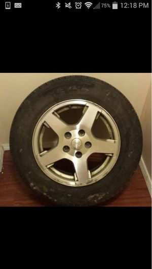 05 Jeep Grand Cherokee rim and tire for Sale in Pittsburgh, PA