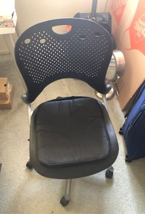 Office Chair with a cushion like a brand new for Sale in Glendale, CA