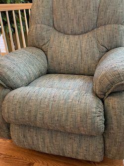 Free La-Z-Boy recliner for Sale in Redmond,  WA