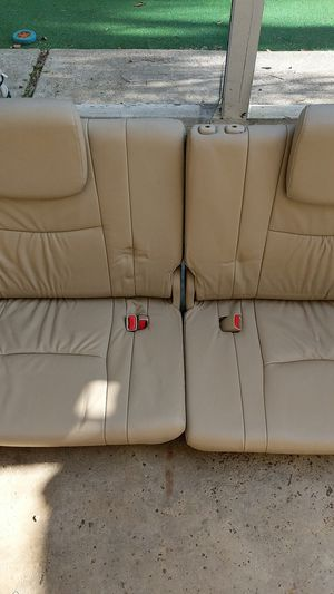 2004 LEXUS GX 470 3RD ROW SEATS. GREAT SHAPE, NO CRACKS, NO TEAR. for Sale in Tustin, CA