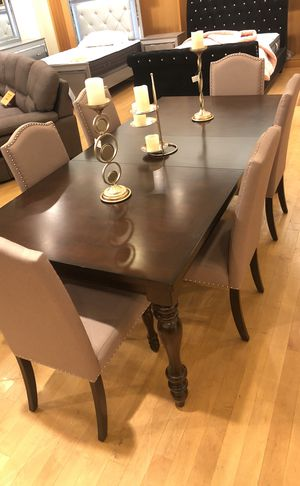 Brown solid wood expandable dining table with 6 chairs for Sale in Dallas, TX