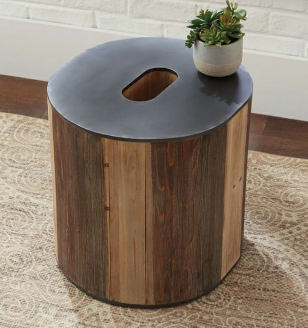 🌲Ashley Highmender O Brown/Black Accent Table