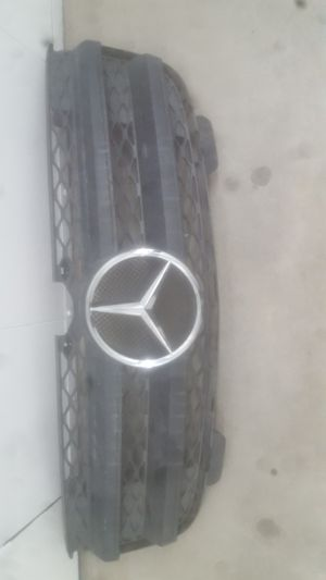 Mercedes GL450 front Grill oem. Fits year 2007-2009 for Sale in Carson, CA