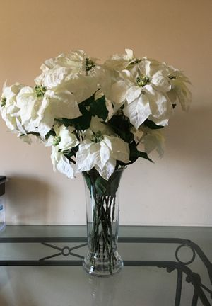 florero grande con 20 flores navideñas for Sale in Vernon, CA