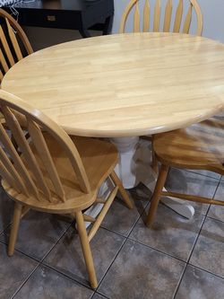 Kitchen/Dining Table & Chairs for Sale in Portland,  OR
