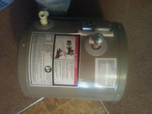 6 gal hot water heater for Sale in EXCELSIOR EST, MO