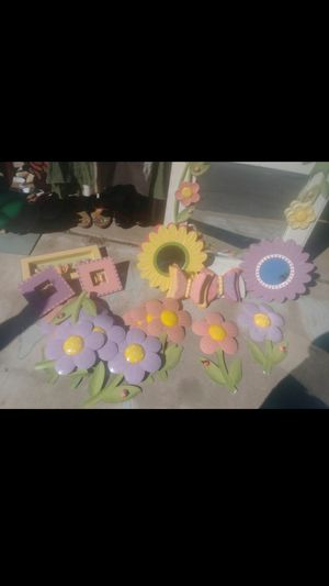 Room decoration girl offer or change for gold or old things for Sale in Tempe, AZ