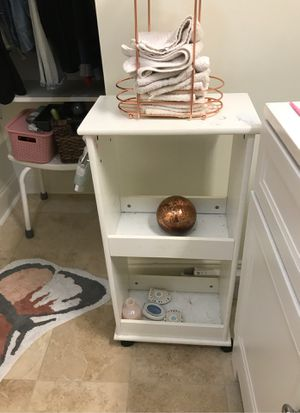 J c penny small shelf in wheels for Sale in Atlanta, GA