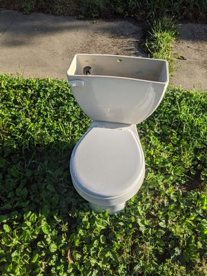 Toilet for Sale in Independence, MO