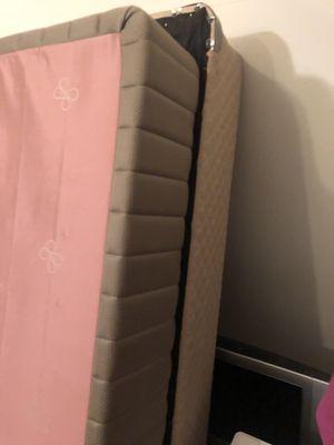 Free Queen size mattress box for Sale in Ashburn, VA