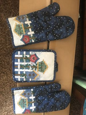 Oven mittens and pan pot holders for Sale in Woodland, CA
