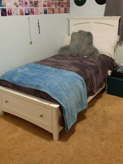 White Twin Sized Bed for Sale in Escondido,  CA