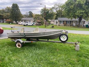 12' Sea King Boat w swivel seats . Trailer included. Trolling motor Minn Kota 65 28# thrust, 5-speed. Have Title for Trailer & Boat for Sale in Timberville, VA