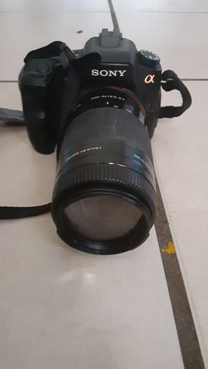 Sony camera comes with charger short lens long lens for Sale in New Port Richey, FL