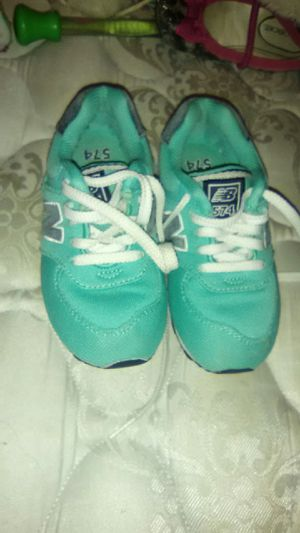 Size 9.5 kids Nike shoes $8 for Sale in St. Louis, MO