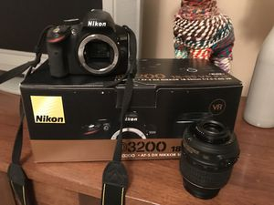 Nikon D3200 DSLR Camera with 18-55mm Lens (Black) for Sale in Lexington, KY