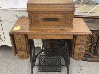 Vintage New Home Sewing Machine for Sale in Long Beach,  CA