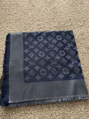 Auth Louis Vuitton scarf 140/140 for Sale in Hollywood, FL