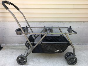 Joovy Twin Roo with 2 Graco Car Seats and 2 JJ Cole Collection footmuff for Sale in Chicago, IL
