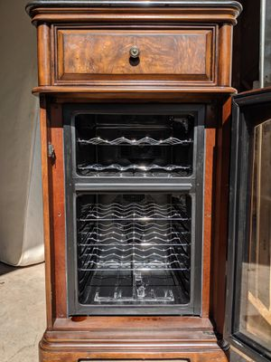 Beautiful wine refrigerator for Sale in PA, US