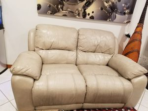 Nice recliner couch for Sale in Miami, FL