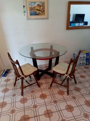 Round Glass kitchen table for Sale in Tamarac, FL