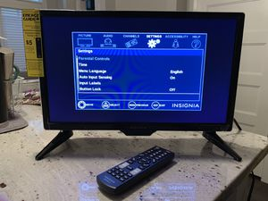 "19"" Insignia LED TV & 2 WeMo Smart plugs for Sale in Nashville, TN"