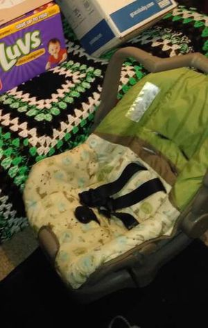 Car seat and base for Sale in Fort Campbell, KY