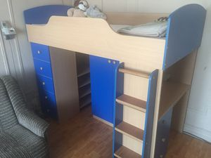 """Bunk bed (twin size) fits mattress 75"""" X 39"""" for Sale in Queens, NY"""