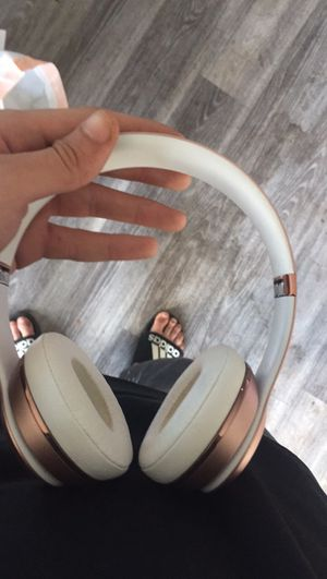 Wireless beats headphones for Sale in Milwaukee, WI