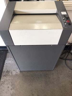 Destroy It Commercial Paper Shredder 4001 for Sale in Downey, CA